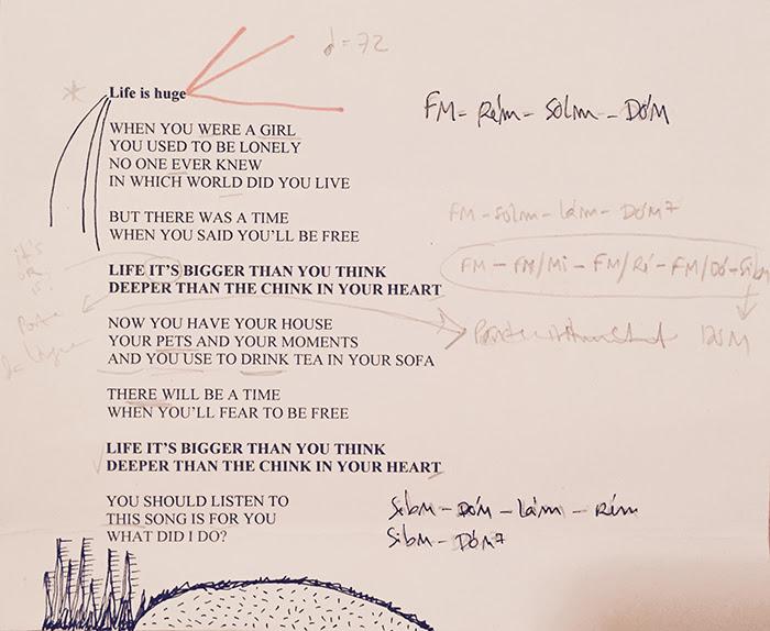 """Life Is Huge"" é a primeira amostra de novo álbum de Rita Redshoes"