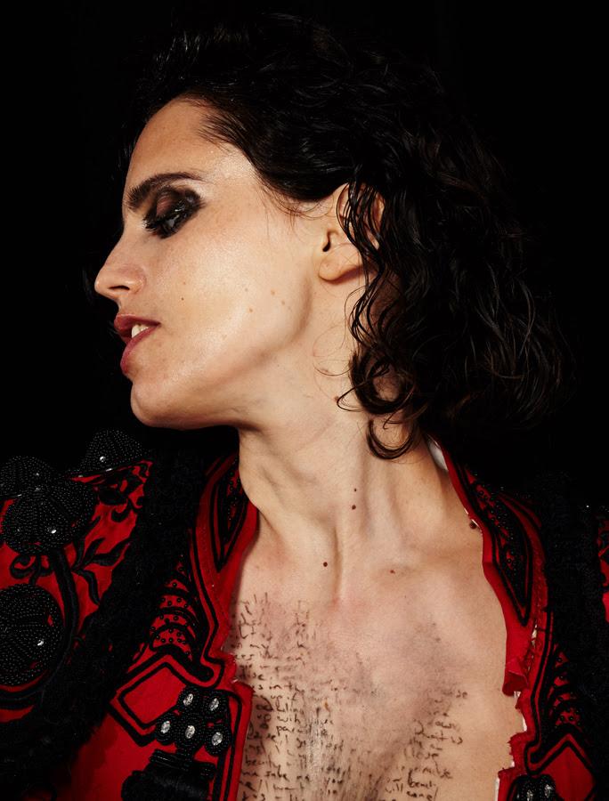 Anna Calvi regressa em Outubro