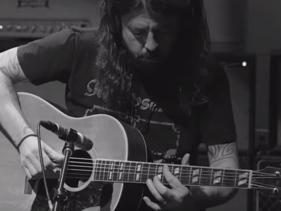 Dave Grohl apresenta Play