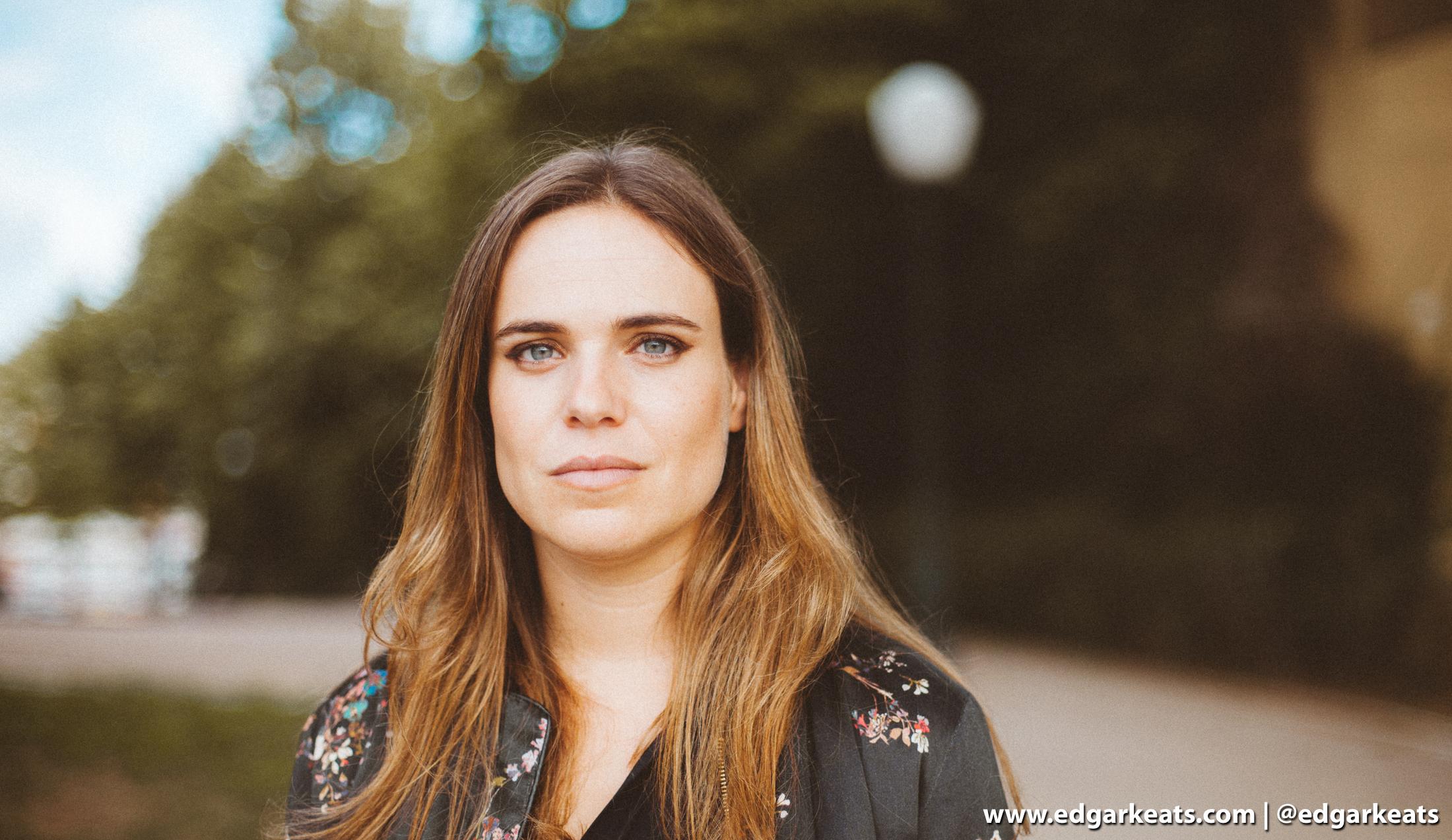 Joana Espadinha celebra O Material Tem Sempre Razão