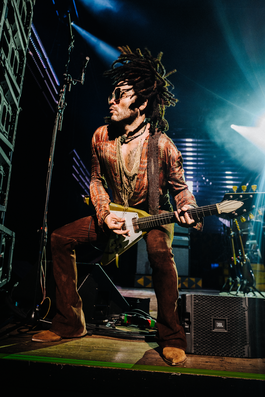 Lenny Kravitz apresenta Raise Vibration